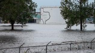 Harvey, le vittime sono almeno 37. Due esplosioni in impianto chimico del Texas